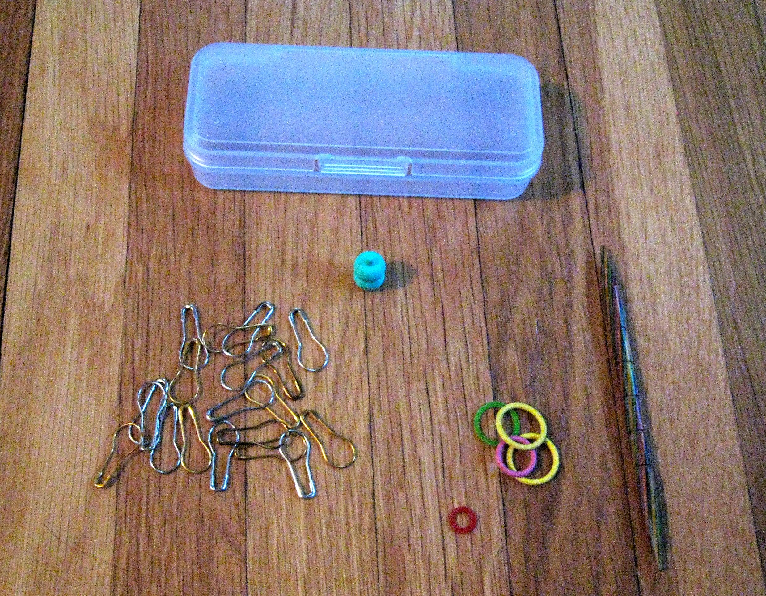 Knitting Notions Organizer : My knitting notions storage like mary poppins carpet bag