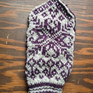 Mitten #1, minus the thumb. It fits. Huzzah!